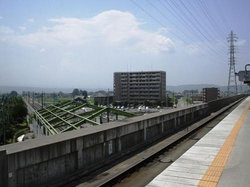 640px-Sakudaira-station-KoumiLine-platform